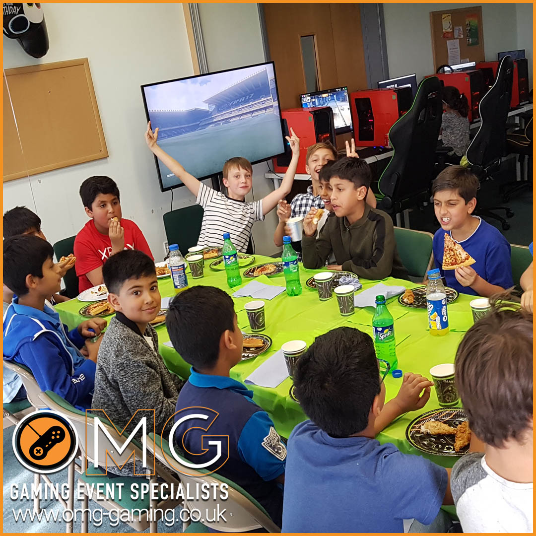 Break time at an OMG Gaming boys birthday party